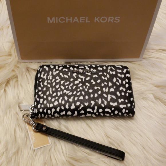 9530fb4f635a Michael Kors Bags | Mk Jet Set Travel Leopard Leather Smartphone ...